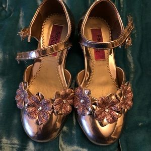Other - Lulu's shiny rose gold dress shoes with heel, 10